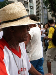 Mestre Toinho no Cortejo do último Domingo! Foto por: Renata Teixeira